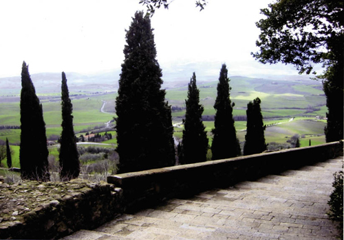 While in Italy, the group spends five days at a Siena farmhouse outside Montalcino that looks out over a valley filled with vine
