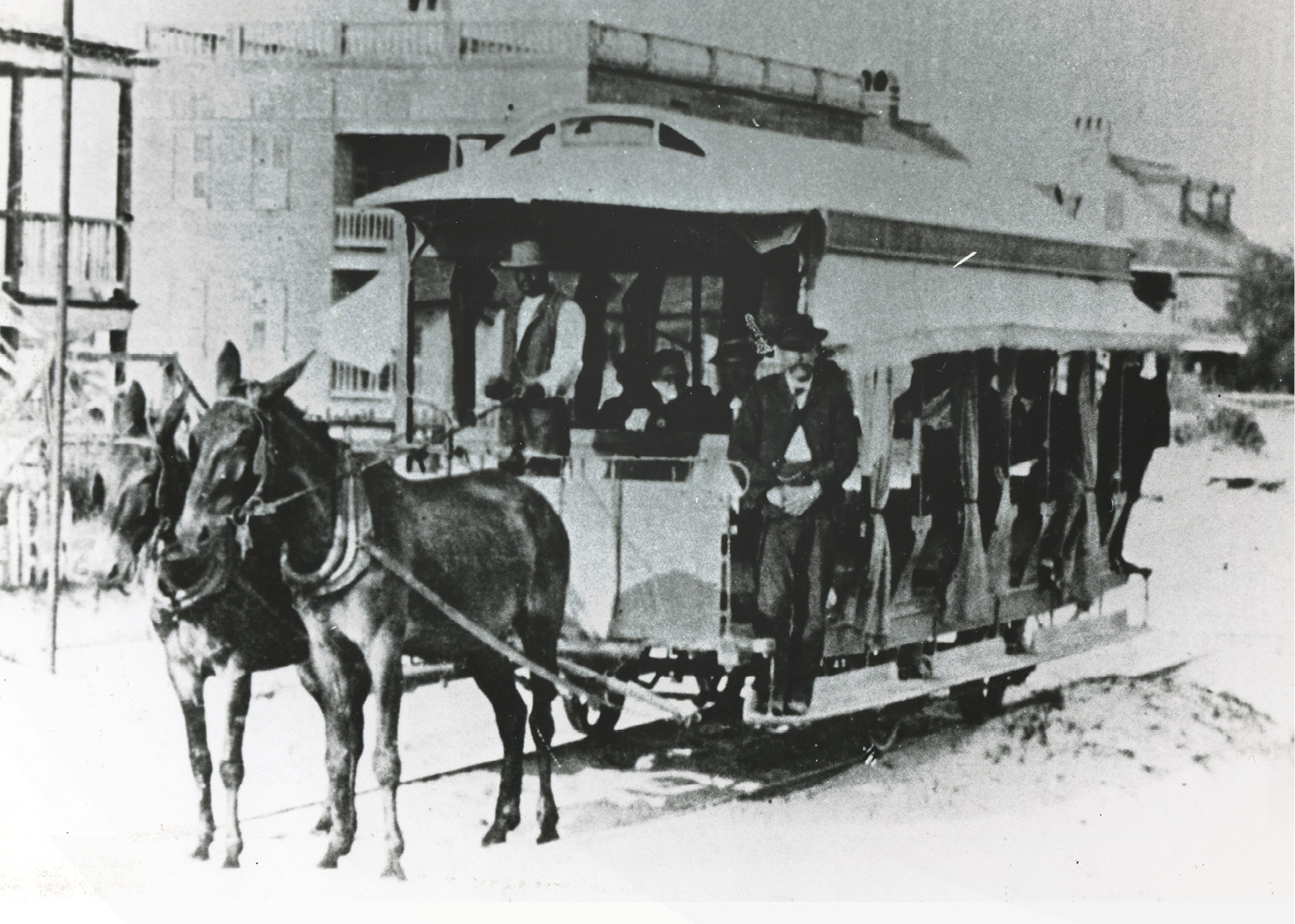 The last trip of a mule-drawn trolley in 1898