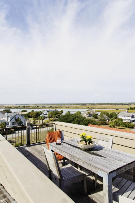 High Heaven: A rooftop dining area offers unfettered views of the Intracoastal Waterway.