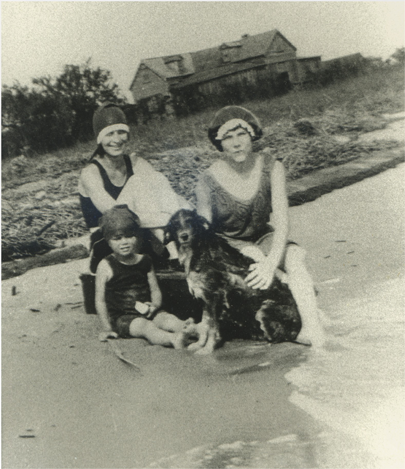 Beachgoers in the 1920s